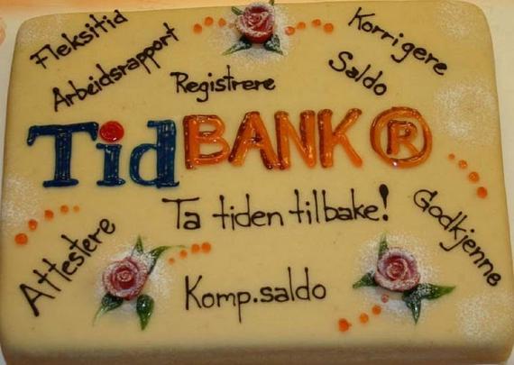 Brønnøysundregistrene feirer tidBANK med kake